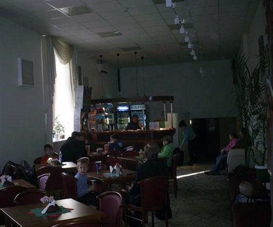 Симферопольский Крымский кинотеатр искра на тимирязевской витрин искусственными