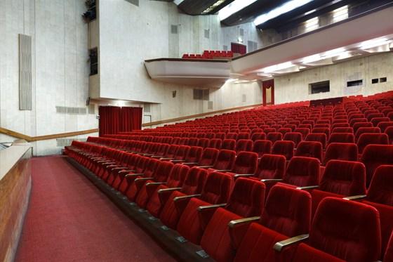 """Культурный центр  """"Москвич """", театрально-концертный зал.  Действительно удалить?  Сюда пока никто не добрался."""